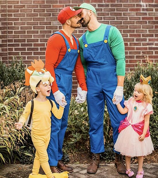 Family_Halloween_Costume_Contest_17